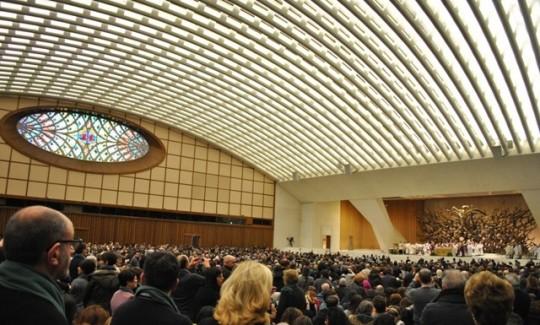 Comunità Emmanuel da Papa Francesco Una rappresentanza della Comunità Emmanuel radunatasi da tutta Italia insieme alla diocesi di Cassano allo Jonio per incontrare Papa Francesco in Sala Nervi.
